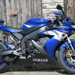 YZF R1 5VY BLUE WHEELS.JPG